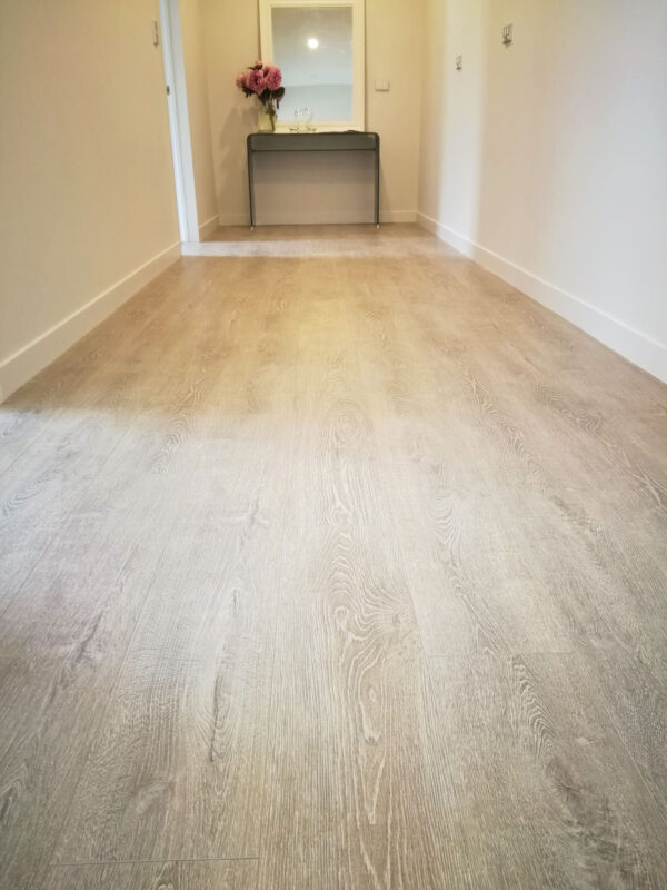 Concrete-Wood-Light-Grey-Laminate-Flooring-Interior8