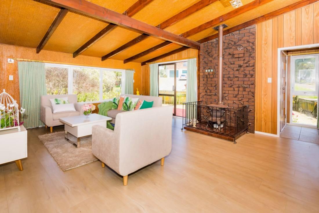 Chalked-Blonde-Oak-Laminate-Flooring-TG8111