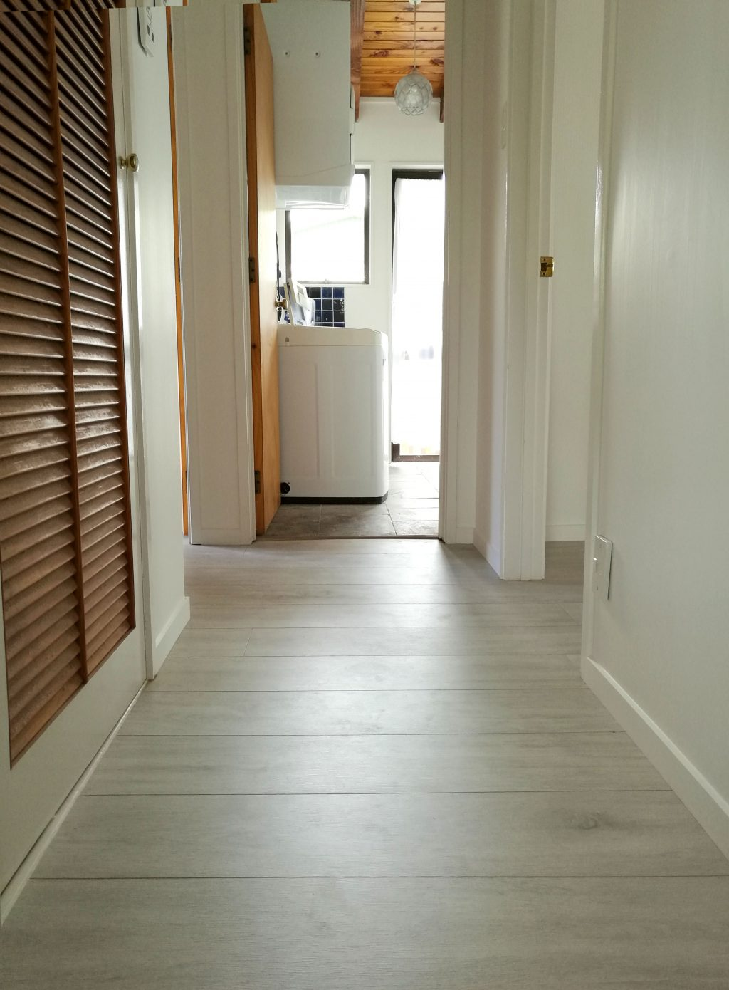Elegant-Oak-Grey-Laminate-Flooring-Interior