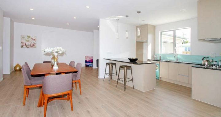 White-Washed-Oak-Laminate-Flooring